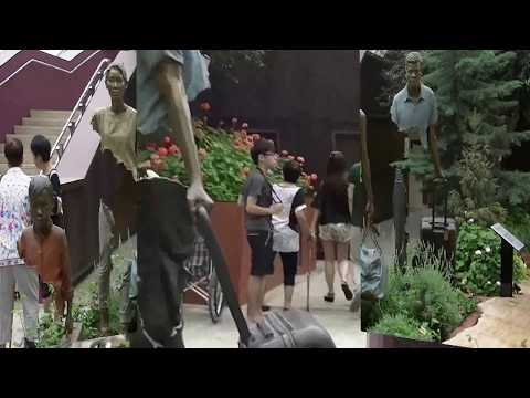 """Bronze Sculptures """"La Famille de Voyageurs"""" by Bruno Catalano @ The Flower Dome, Gardens by the Bay"""