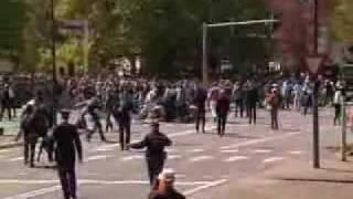 Mueren atropellados cuando presenciaban un desfile en Holanda