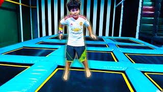 Brincando no Parque de Pula Pula Escorregador Infantil e Piscina de Bolinha
