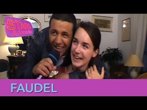 Faudel vient avec son orchestre chez une fan ! - Stars à domicile
