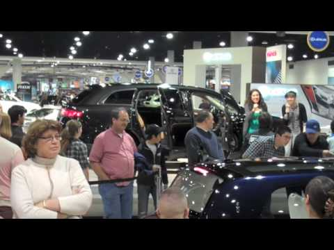 Unexpected  Auto Show Musical (2010 Lincoln MKT)