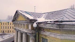 Зима в Санкт-Петербурге. Сосульки и наледь на крышах