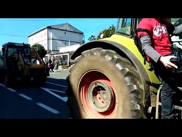 Tractorada en Touro y O Pino contra la mina