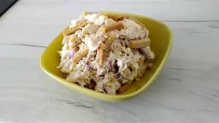 Салат з куркою, кукурудзою і сухариками