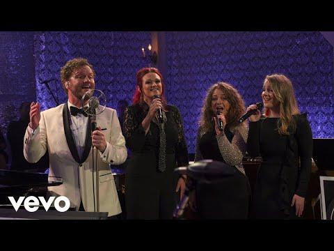 David Phelps - White Christmas (Live) ft. Callie Phelps Mp3
