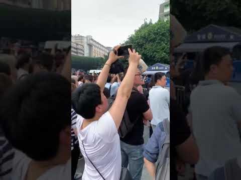 6.1广州火车站团贷网P2P金融难民维权现场,与警察在广场对峙