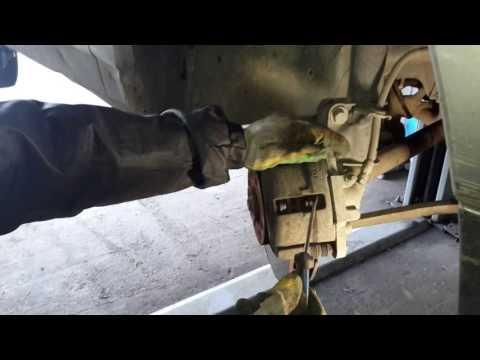 Как поменять тормозные колодки на приоре