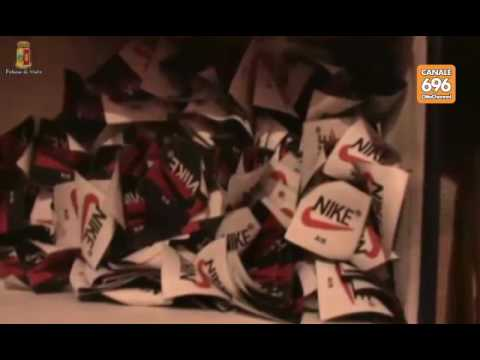 Sequestrata fabbrica di scarpe false a Napoli - YouTube 64136cc96fe