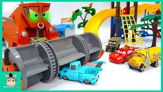 Lightning Mcqueen play with car swimming pool - Disney Pixar cars fun toys for kids | MariAndToys
