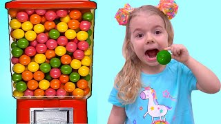 Anabella se distreaza cu bomboane !!!  Istorioara amuzanta pentru copii