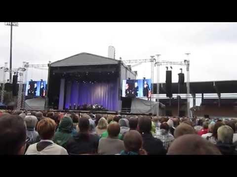 Leonard Cohen - Everybody Knows @ Sonera Stadium, Helsinki 2012