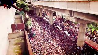 Sunny Leone arriving at Kochi!!! The crowd goes crazy!!!