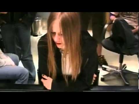 avril-lavigne---knocking-on-heavens-door-(child-soldiers-/-war)