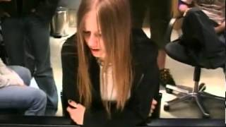 Avril Lavigne - Knocking On Heavens Door (Child Soldiers / War)