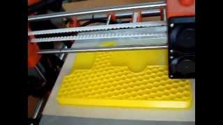 Работа 3d принтера(Печать изделия на 3d принтере Изготовление планшетки для портсигаров на 3d принтере из PLA пластика. Напечата..., 2013-08-30T14:07:52.000Z)