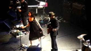 PJ Harvey Y John Parish 'Urn with dead flowers in a drained pool' Y 'The Soldier' (Incompleta)