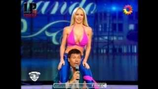 Repeat youtube video Luciana Salazar bailando en calzas azules