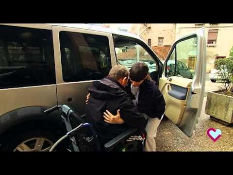 Trasferencias traslados de la silla de ruedas al coche for Coche con silla de auto