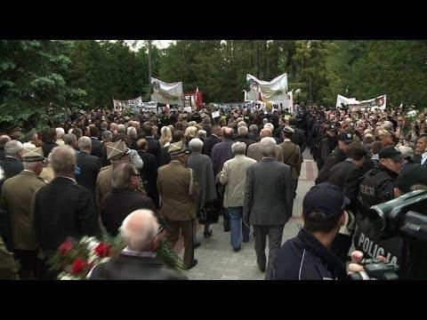 Pologne: le général Jaruzelski inhumé sous les sifflets
