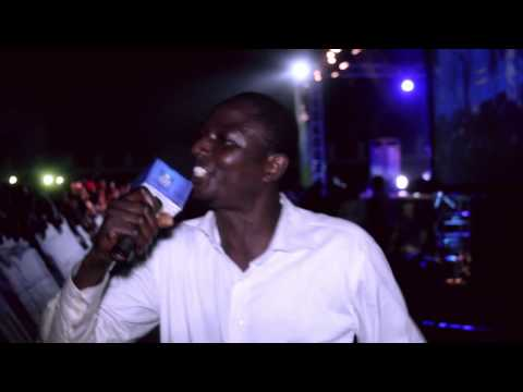 VIDEO: Fan Cries For 2face At Sapele #StarMusicTrek
