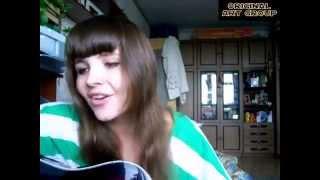 Девушка красиво поет под гитару, шикарный голос и исполнение песни!!!