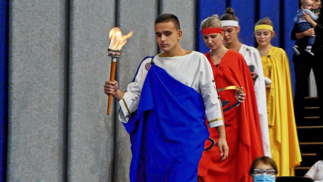 Древньогрецкі боги спустились, аби посвятити в студенти