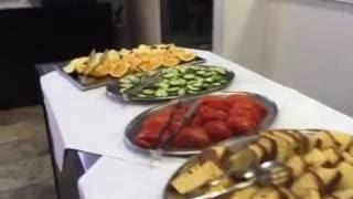 Остров Крит: как кормят в 3-звёздочном отеле(Dimitrion hotel в Херсонисосе (Крит, Греция) отличился своей едой. А как - см. видео!, 2016-09-21T11:20:28.000Z)
