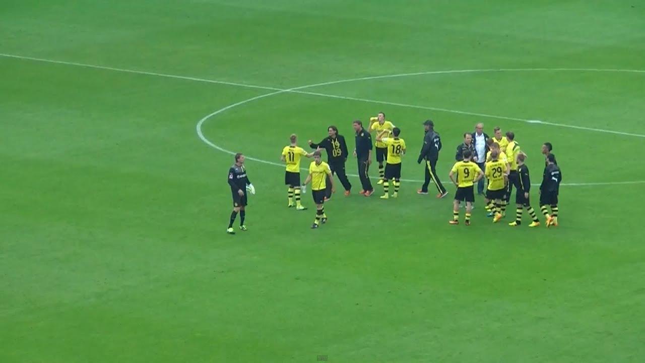 Südtribüne feiert ihre Mannschaft: Borussia Dortmund - Eintracht Braunschweig 2:1 BVB Fans 2013