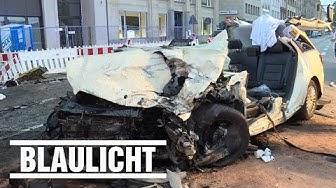 Taxi crasht in Taxi - Ein Toter in Hamburg