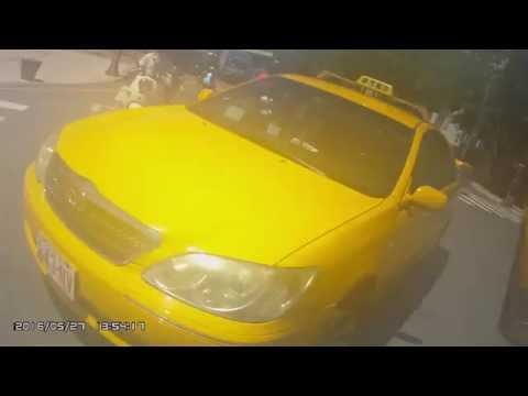 計程車違規紅燈右轉,硬要搶機車停等區(243-NV)