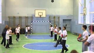 Замалдинов Ф.А. ведет урок физкультуры (волейбол) на конкурсе