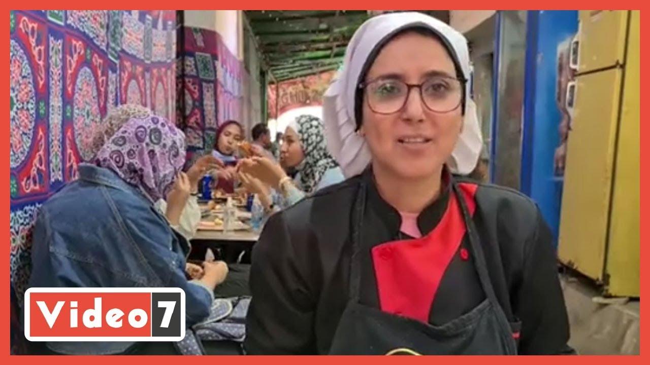صورة فيديو : متعلوش صوتكم يا بنات.. ماما دهب زعلت من السوشيال ميديا وبتحضن زباينها وتعتبرهم بناتها