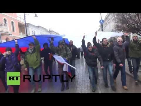 Ukraine: Russian flag replaces Ukraine's in Simferopol centre