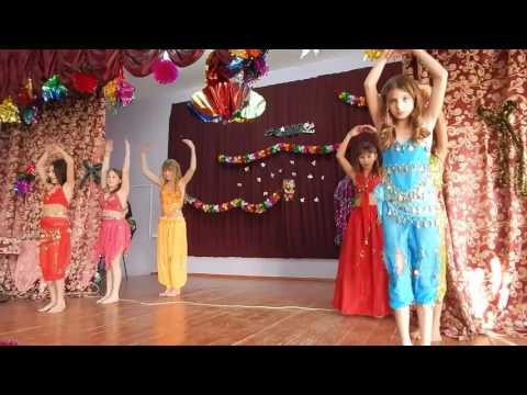 Восточный танец от девочек 5 класса. Новый год 2016