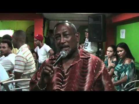 Dominicano canta Karaoke en el FLOW, Sosua City, Dominican Republic