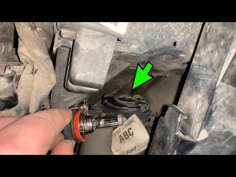 Замена лампочки на противотуманке Ford Focus 3