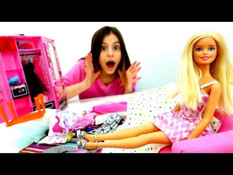 Что в ШКАФУ у #Барби? Ждем Кена! Делаем уборку с #лучшаяподружкаВика 👯Игры Барби для девочек