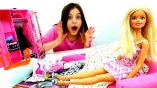 Что в шкафу у Барби? Делаем уборку