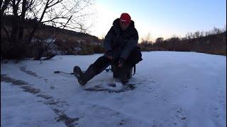 Рыбалка в мороз на малой реке Ловля на жерлицы