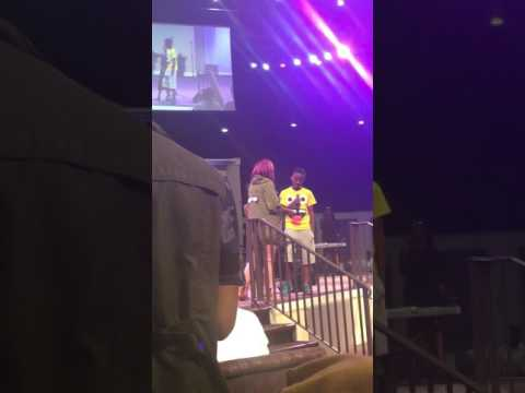 LeAndria Johnson & Her Kids Singing