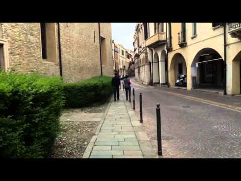 Traveling in Italy: Tourists in Padova