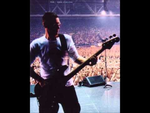 U2 - Peace on Earth / Walk On (Live Kansas 2001-11-27)