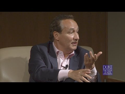 United CEO Oscar Munoz Discusses Humility in Building Teams