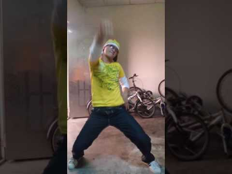 Pinoy Factory Worker In Taiwan just Having Fun Dancing 90's