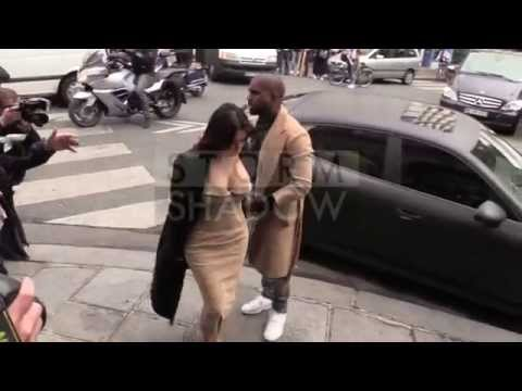 Kim Kardashian and Kanye West entering ateliers ( Martin Mar