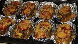 Кета, запеченная в духовке с сыром и помидорами в фольге / Рыба в духовке
