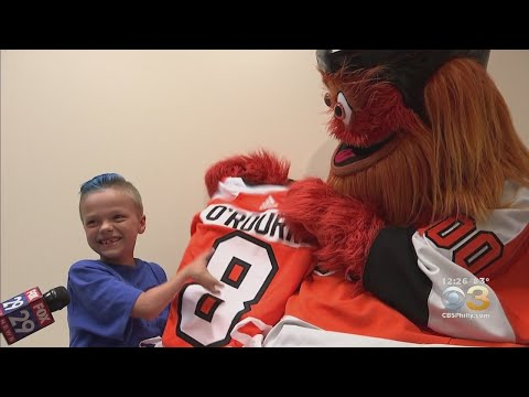 None - TMSG - Gritty surprises young Philadelphia Flyers fan!