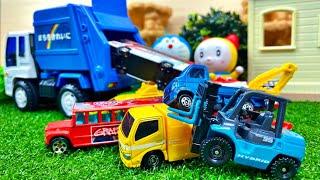 ゴミ収集車のおもちゃからトミカのミニカーが出て来る | Tomica miniature car comes out from the toy of the garbage truck