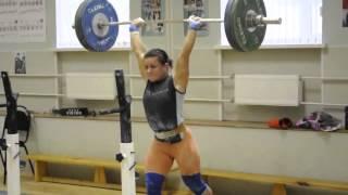 Мировой рекорд по тяжелой атлетике побила девушка поднимая 100 кг