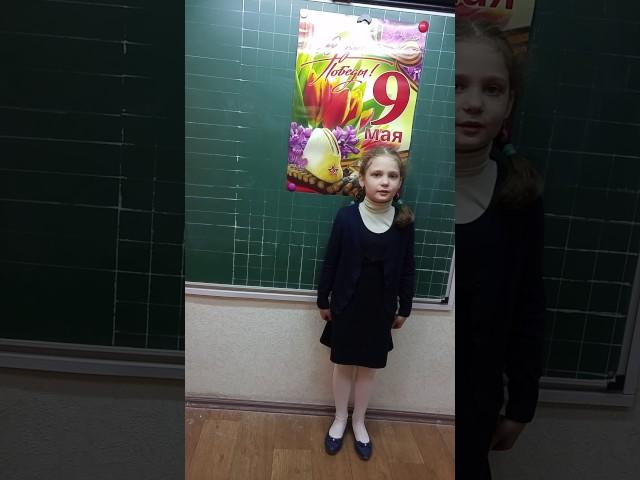 Изображение предпросмотра прочтения – ЕкатеринаСтарцева читает произведение «Шинель» Е.А.Благининой